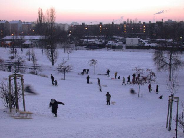 Berlin winter: people riding their sledge sle Mauerpark Prenzlauer Berg