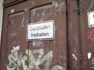 """Berlin parking forbidden sign """"Durchfahrt freihalten"""""""