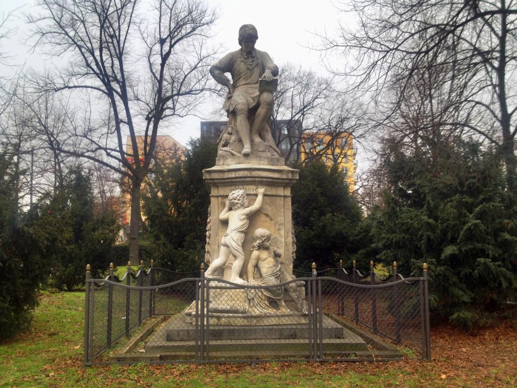 Berlin Senefelder Platz Monument