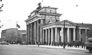 Berlin Wall History: 1961 at Brandenburg Gate