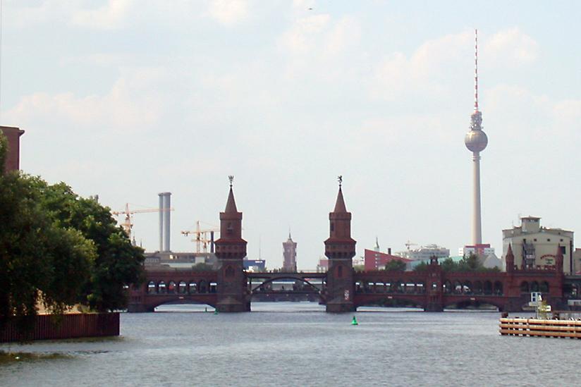 Berlin Bridge Oberbaumbruecke Kreuzberg Friedichshain