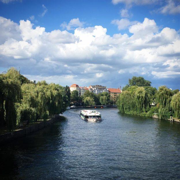 Berlin Moabit Spree Hansabrücke